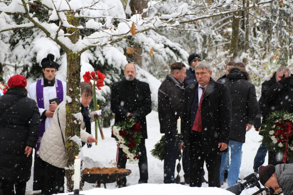 7. Bauskas latviešu strēlnieku pulka strēlnieku un 6. Sibīrijas armijas korpusa karavīru pārapbedīšanas ceremonija Ķekavas novada Trušeļu brāļu kapos